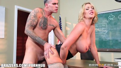 Brazzers - Milf Leigh sucks her student's dick