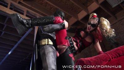 Blowjob Uniform Goth video: Wicked - Batman fucks Kleio Valentien as Harley Quinn